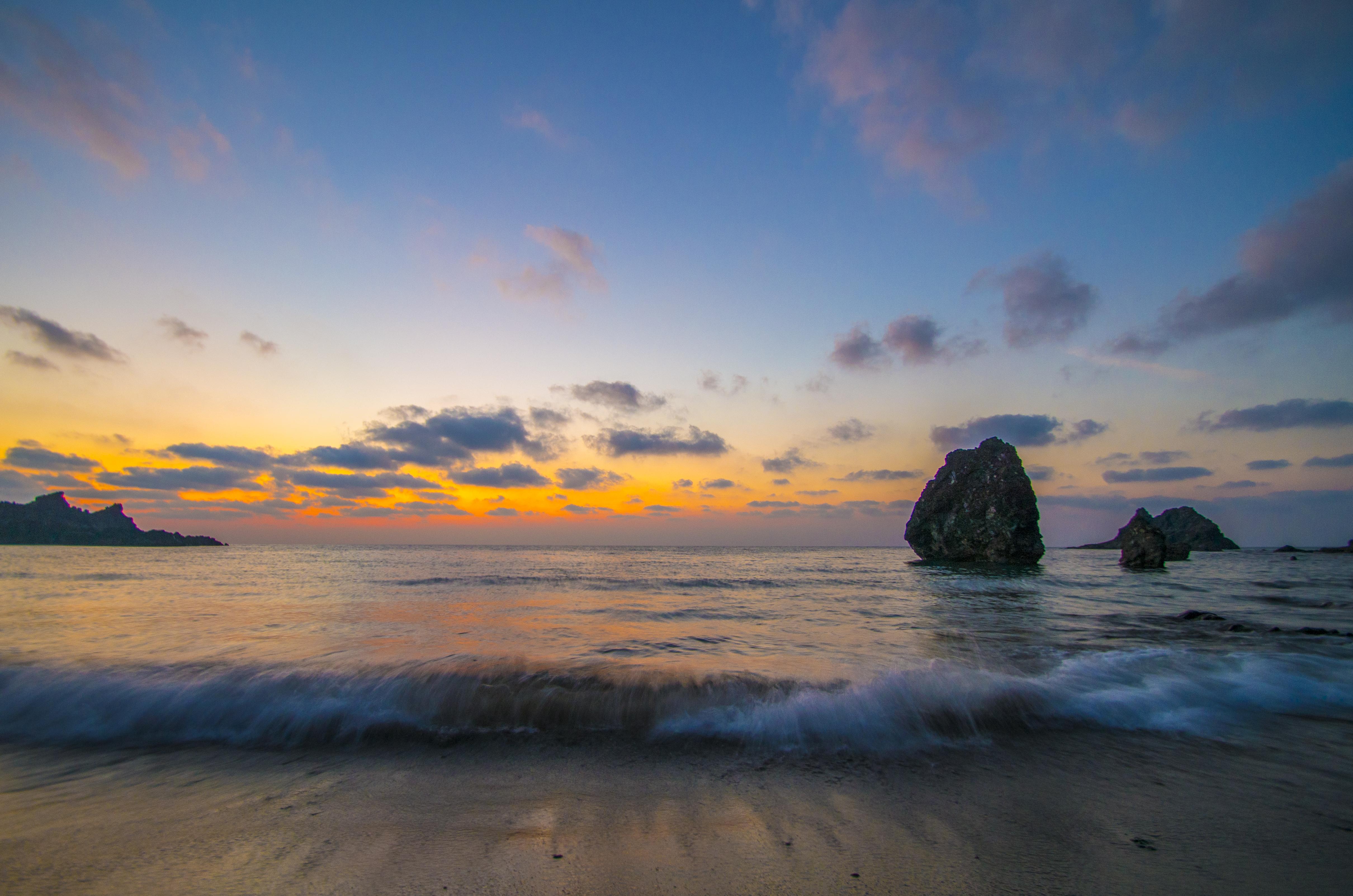 夕暮れの三瀬海岸にて